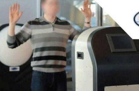 portique de sécurité contrôle des armes et objets cachés